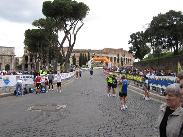 About 1k to the finish. Under the orange thing, around Colleoseo and then finish!